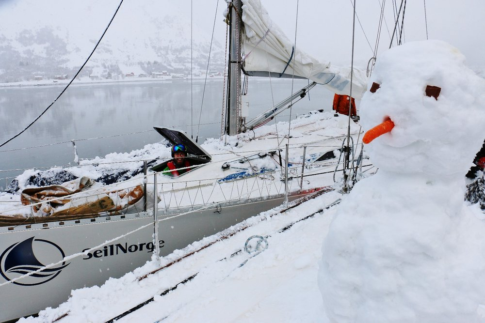Snø på dekk er ingen hindring, men gir muligheter til lek og moro! - ©SeilNorge