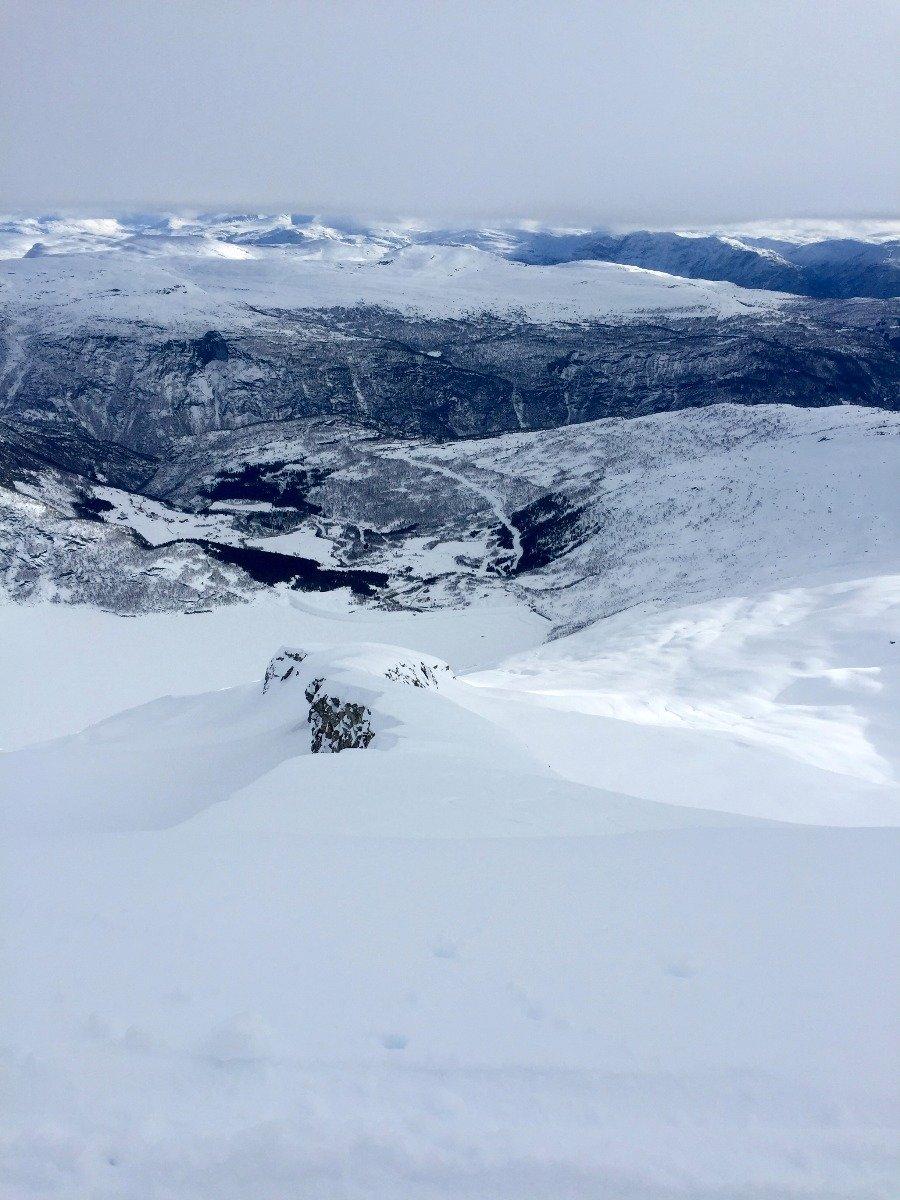 Fra toppen av Hest (1632 moh) kan man velge å kjøre ned denne
