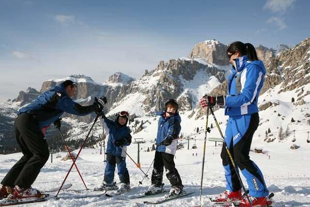 Prinášame dôležité rady pre rodičov, ktorí kupujú detské lyže - © www.fassa.it