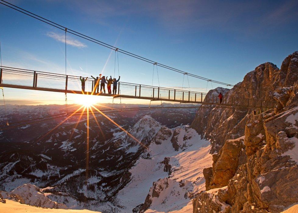 Visutý most je jednou z najnavštevovanejších atrakcií na Dachsteine. - © Herbert Raffalt