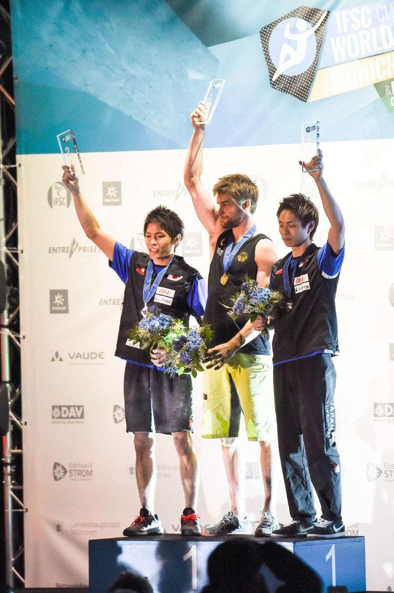 Weltcup-Sieger Jan Hojer: Er gewann vor den Japanern Narasaki und Ishimatsu - ©DAV / NIls Noell