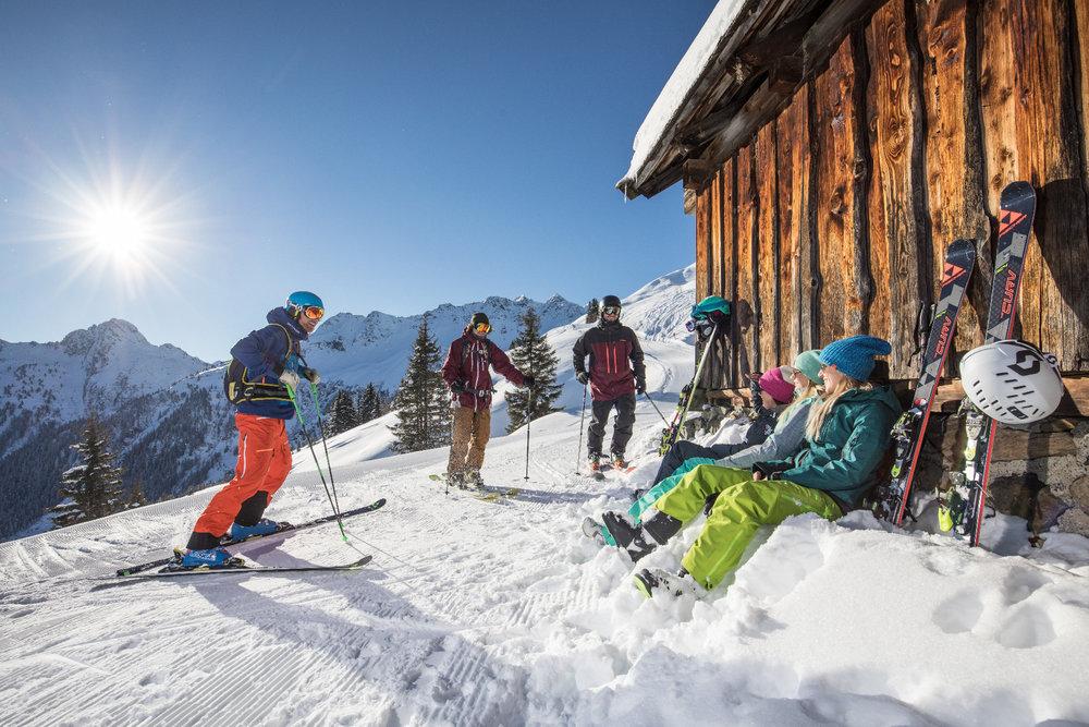 Sonne Tanken im Schnee - © Ski Juwel Alpbachtal Wildschönau
