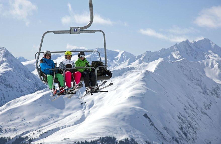 Im Skigebiet Disentis 3000 erwartet euch ein modernes Liftsystem. - © Sedrun Disentis Tourismus