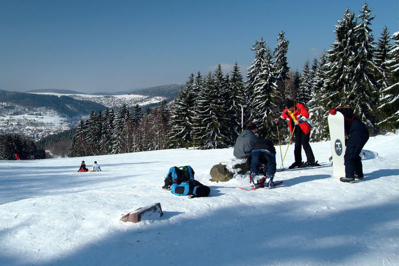 Skigebiet Steinbach-Hallenberg: Skilift an der Kniebreche am Knüllfeld - ©  Tourist-Information Steinbach-Hallenberg