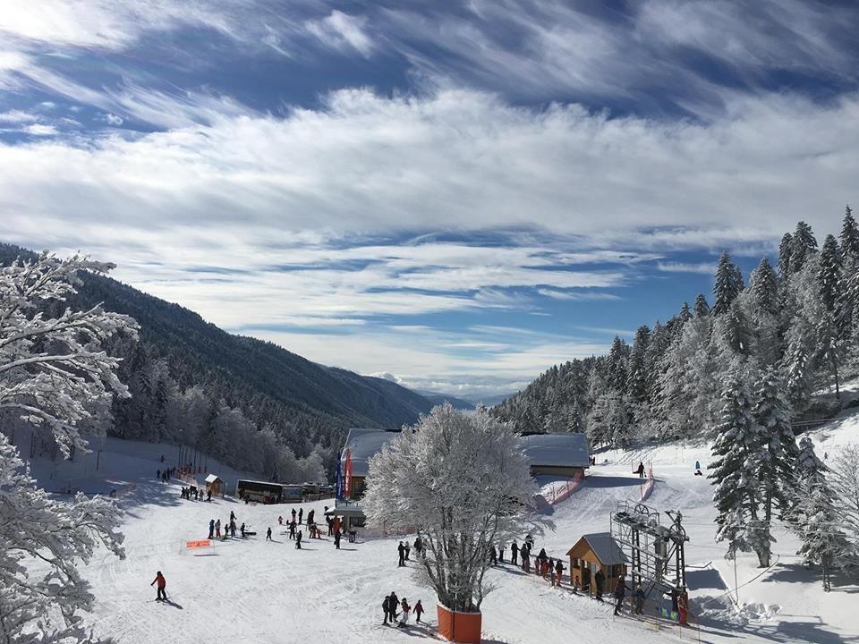 Conditions idéales (beau temps et neige fraîche) sur les pistes de ski d'Autrans - © Station Autrans-Méaudre en Vercors