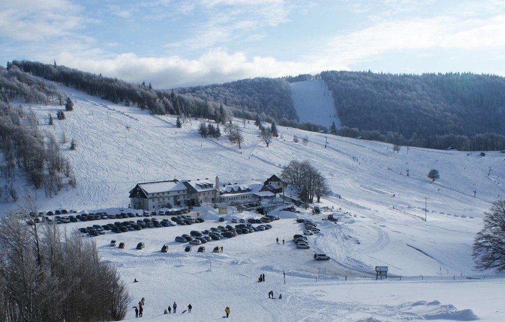 Vue sur la station de Rouge Gazon et son domaine skiable