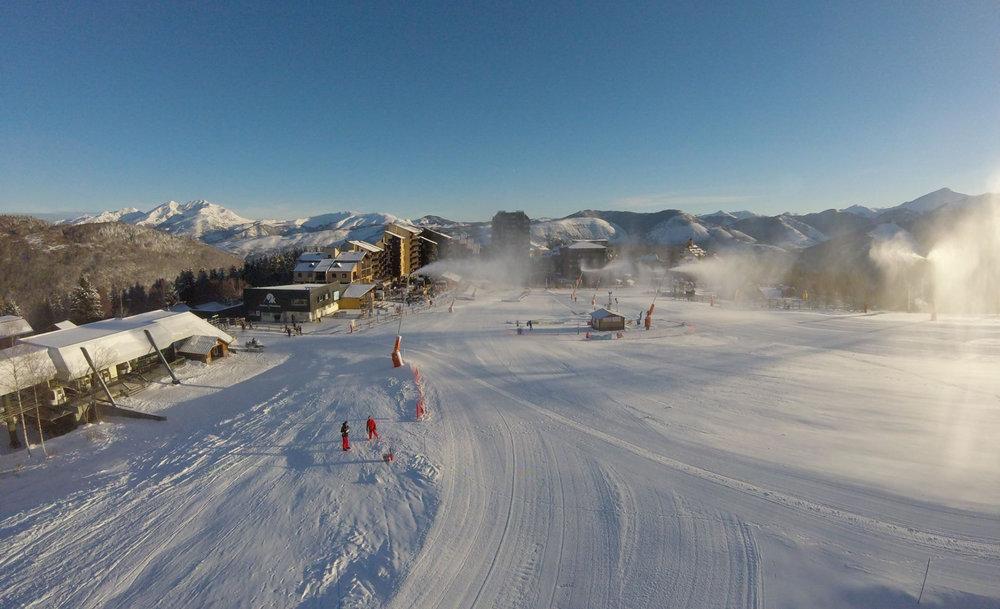 Le front de neige d'Ax 3 Domaines - © Station d'Ax 3 Domaines