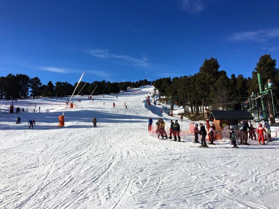Belle journée de glisse en perspective sur le domaine skiable de Font Romeu - © Station de Font-Romeu Pyrénées 2000