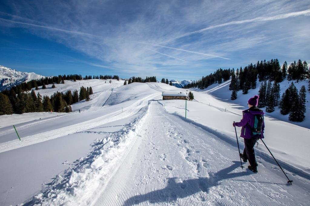 Im Skigebiet Grüsch-Danusa könnt ihr nicht nur Skifahren, sondern auch Schneeschuhwandern. - © gruesch-danusa.ch / Joh. Bärtsch ziitla.ch