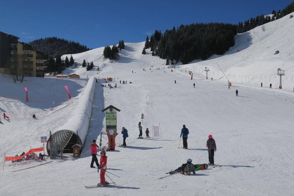 Piste large et sécurisée, l'idéal pour débuter le ski à Auris en Oisans - © Station d'Auris en Oisans