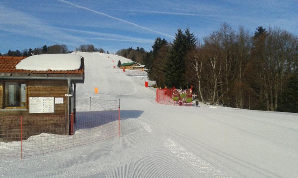 Au pied du domaine skiable du Ballon d'Alsace - © Station du Ballon d'Alsace