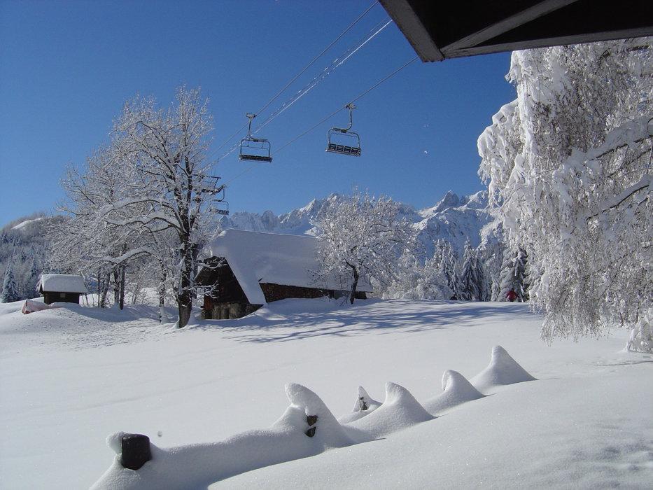 Conditions parfaites (soleil et neige fraîche) sur les pistes de ski de Doucy - © Office de tourisme de Valmorel