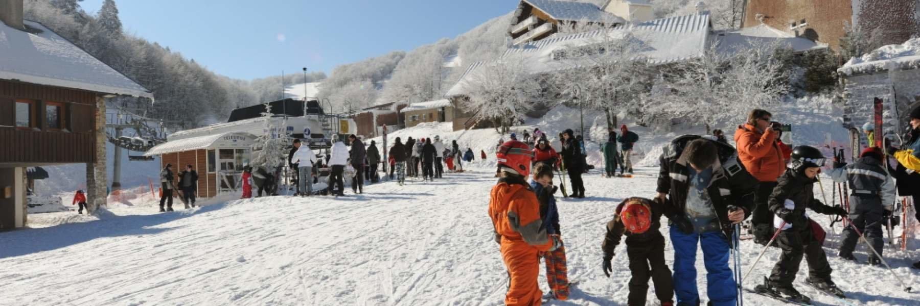 Le front de neige et le départ des remontées mécaniques du Col de Rousset - © Conseil Départemental de la Drome