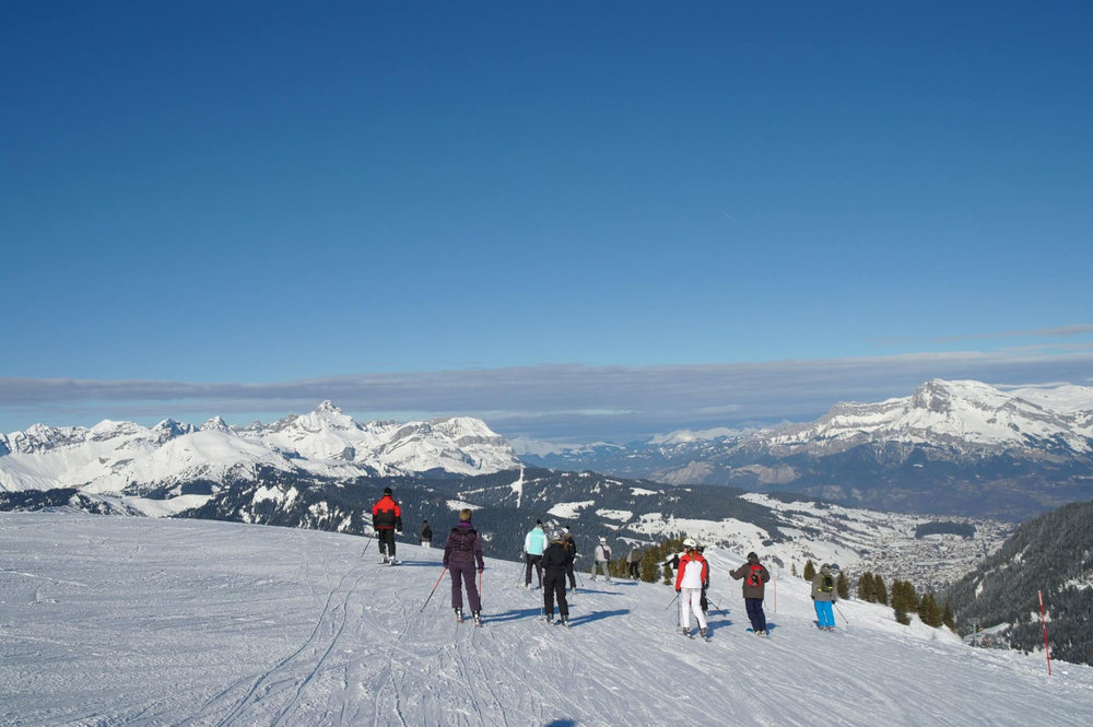 Une belle journée de glisse en perspective sur les pistes de ski de Flumet - ©Flumet - St Nicolas la Chapelle Tourisme