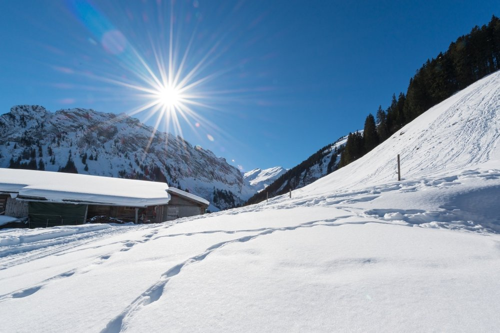 Eine Aussicht zum Genießen im Skigebiet Kiental - © Sportbahnen Kiental AG