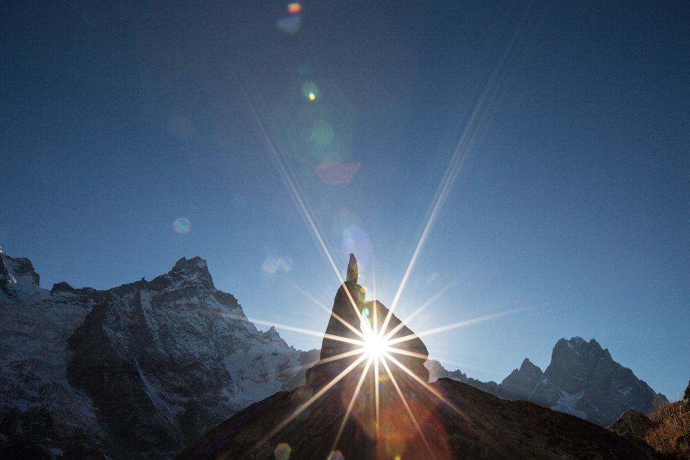 Mystisches Lichtspiel im Basislager auf 4000 Metern - ©Timeline Productions