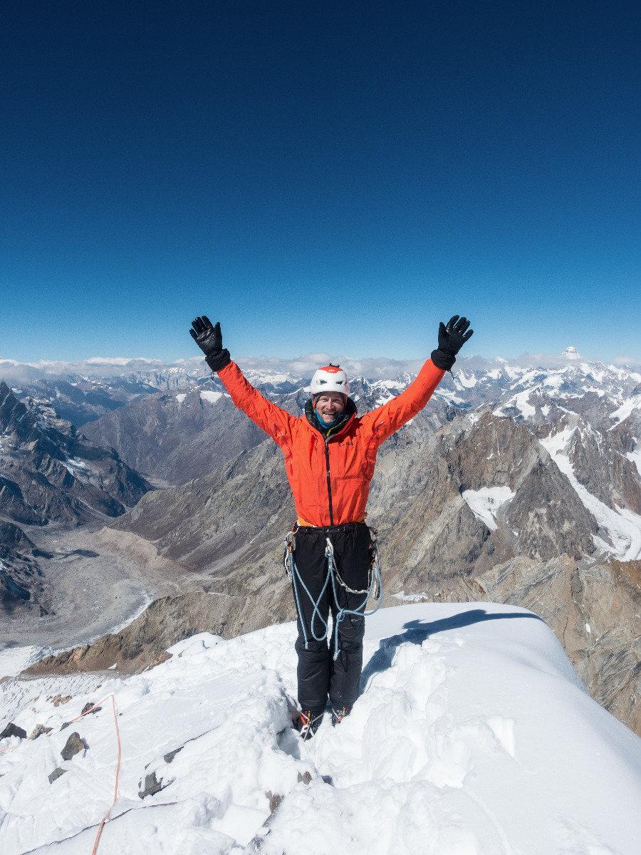 Julian Zanker am Gipfel des Cerro Kishtwar - ©Timeline Produtions