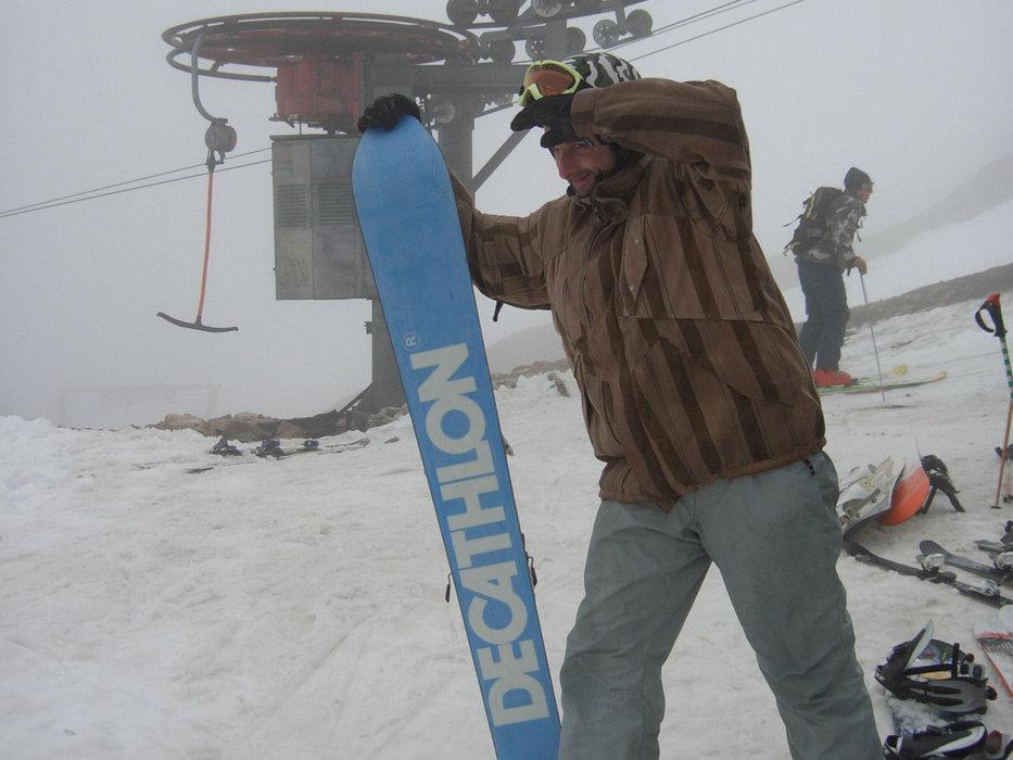 Glencoe visitor repairing his board (Glencoe Mountain Ltd)