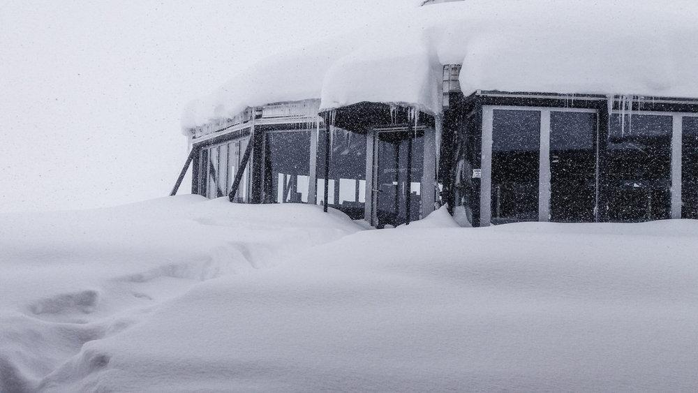 80 cm nysnø i Zugspitze på morgenen 19.4.2017! - © Facebook Zugspitze