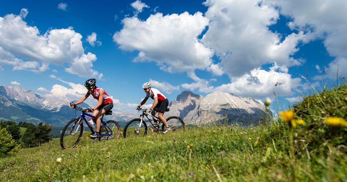 Appassionati di bike sulle piste del Dolomiti Superski - © Ph: Helmuth Rier - www.dolomitisuperski.com