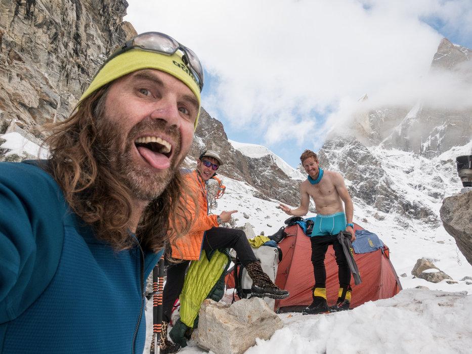 "Viel Spaß! ""Social Life"" im ABC Lager auf 5900 Metern - © Timeline Productions"