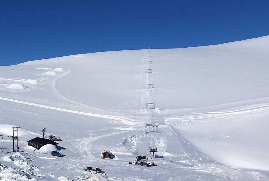 Snøforholdene er gode og Galdhøpiggen sommerskisenter er klare for å ta i mot sesongens første gjester på lørdag. - © Galdhøpiggen sommerskisenter