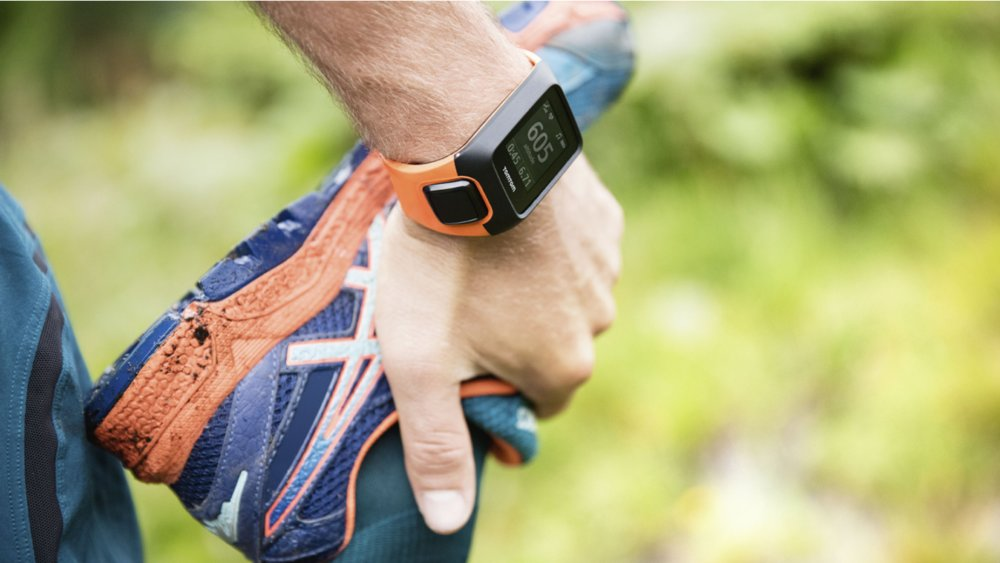 Easily toggle between heart rate, average pace, calories and distance, along with the other metrics in real time. - © tomtom.com
