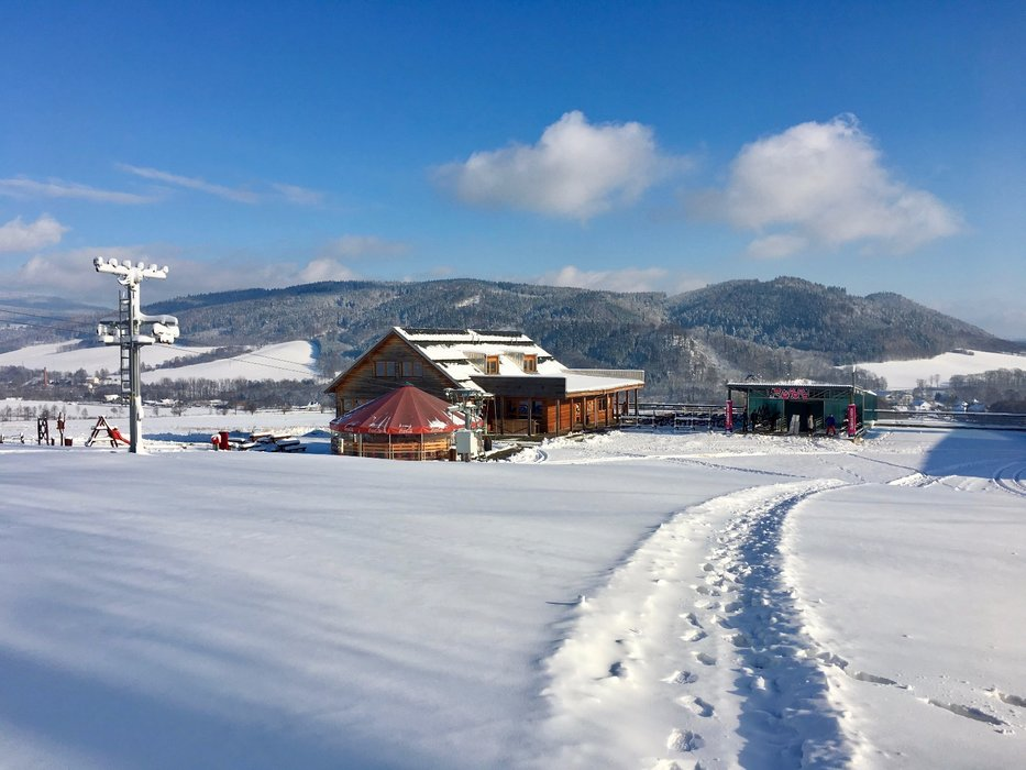 Už tuto sobotu 16.12.2017 začíná lyžařská sezóna na obou stranách Bukové hory. - © Ski Bukovka - facebook