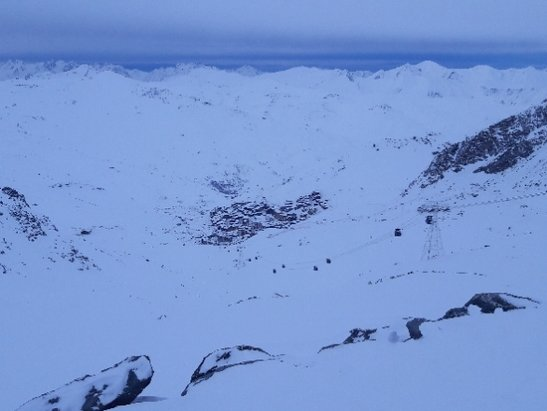 - © skiër en snowboarder
