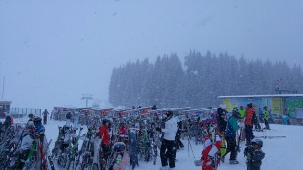Ellmau - SkiWelt - top of Harrkaiserbahn 1520 lift. snowing heavily  - © anonymous
