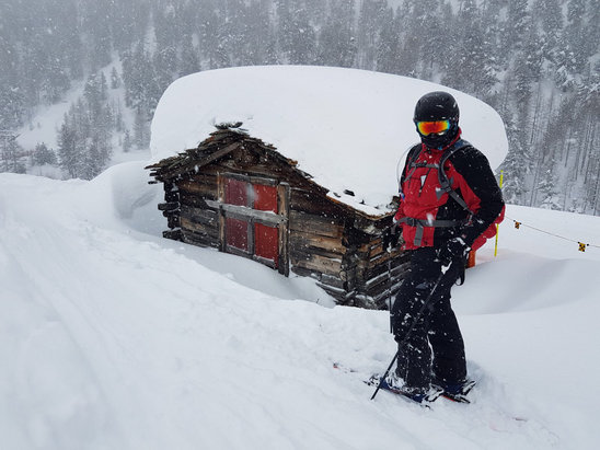 Zermatt - Too much snow. 4 lifts open on Sunday, nothing open today (Monday). - © Marcus's iPhone (2)