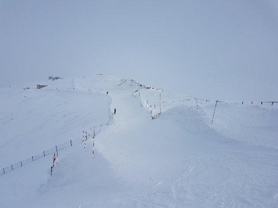 Zakopane - Kasprowy Wierch - kopny śnieg, trasy prawie nie ratrakowane do tego mgła jak mleko... ale i tak wspaniale :) - © Anonim