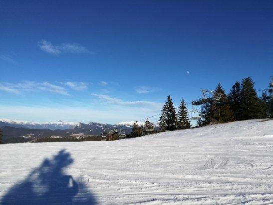 Folgaria - Piste molto segnate, qualche mucchio e a valle neve molto papposa quasi acqua  - © Anonimo