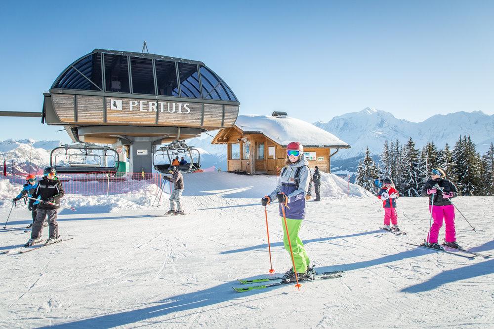 Belle journée de ski sur les pistes de Combloux - © Office de Tousrisme de Combloux