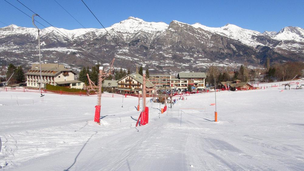 Les téléskis de la Boussonnière et leurs pistes en front de neige, l'idéal pour débuter en ski - © Stéphane GIRAUD-GUIGUES / Skiinfo