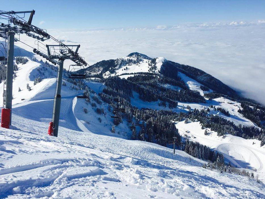 Conditions de ski idéales (neige fraiche et soleil généreux) sur les pistes de Bernex