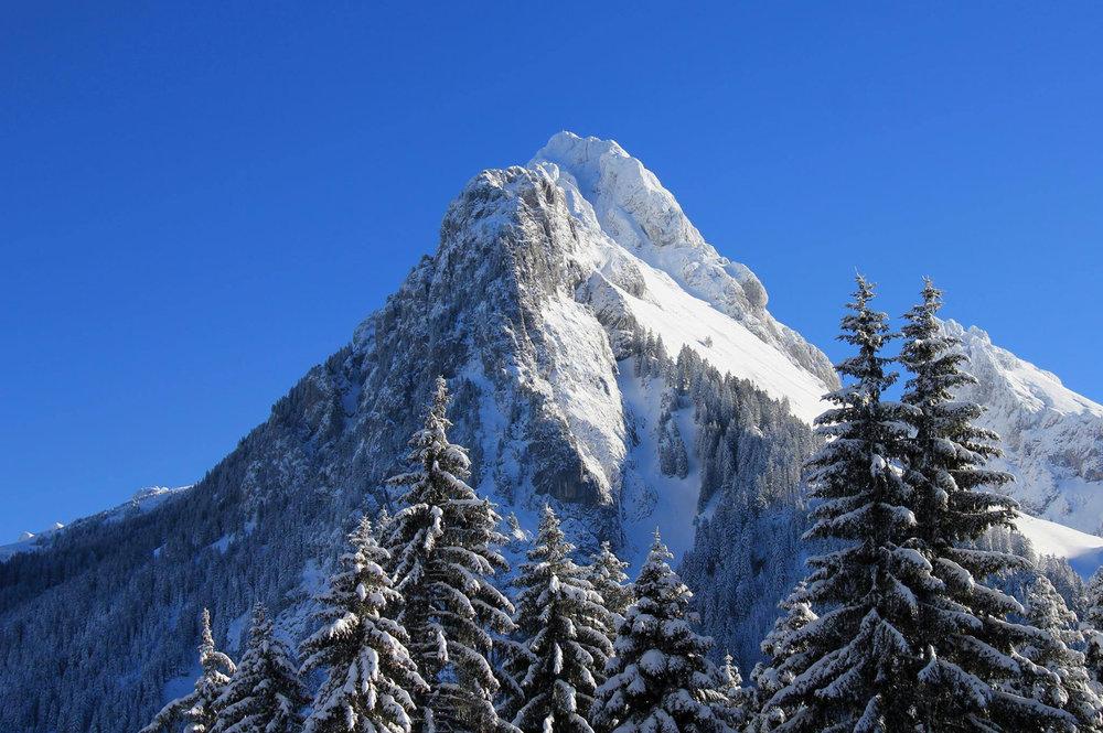 La Dent d'Oche, sommet emblématique de la station de ski de Bernex - © Station de ski de Bernex