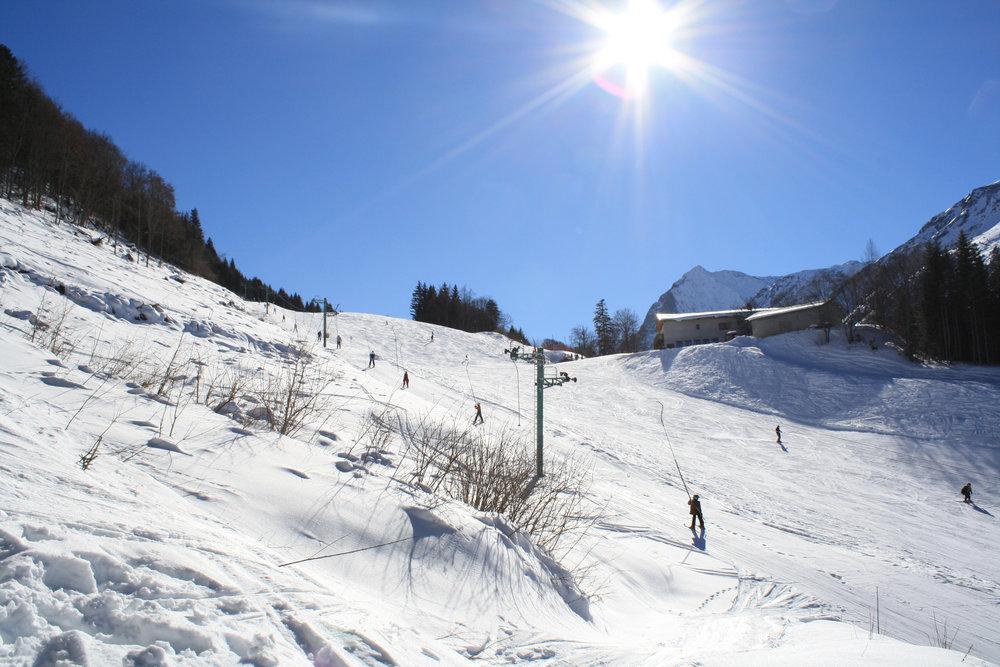 Conditions de ski idéales (neige fraiche et soleil généreux) sur les pistes du Col d'Ornon - © Jean-Hervé Ameller