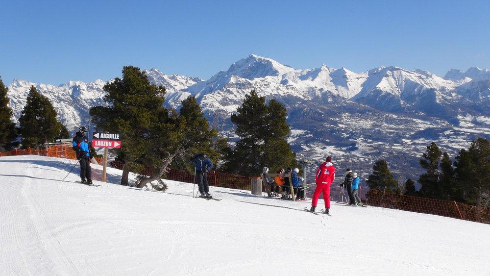 Ski à Laye en Champsaur avec le Vieux Chaillol en toile de fond - © Stéphane GIRAUD-GUIGUES / Skiinfo