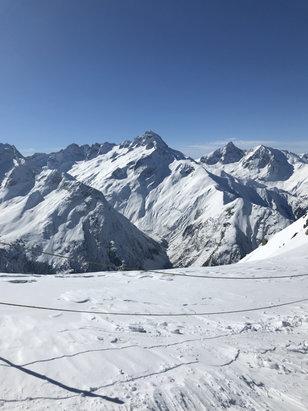 Les 2 Alpes - Au top! Pas un nuage, sauf en bas des pistes! Neige fra - © Psyko