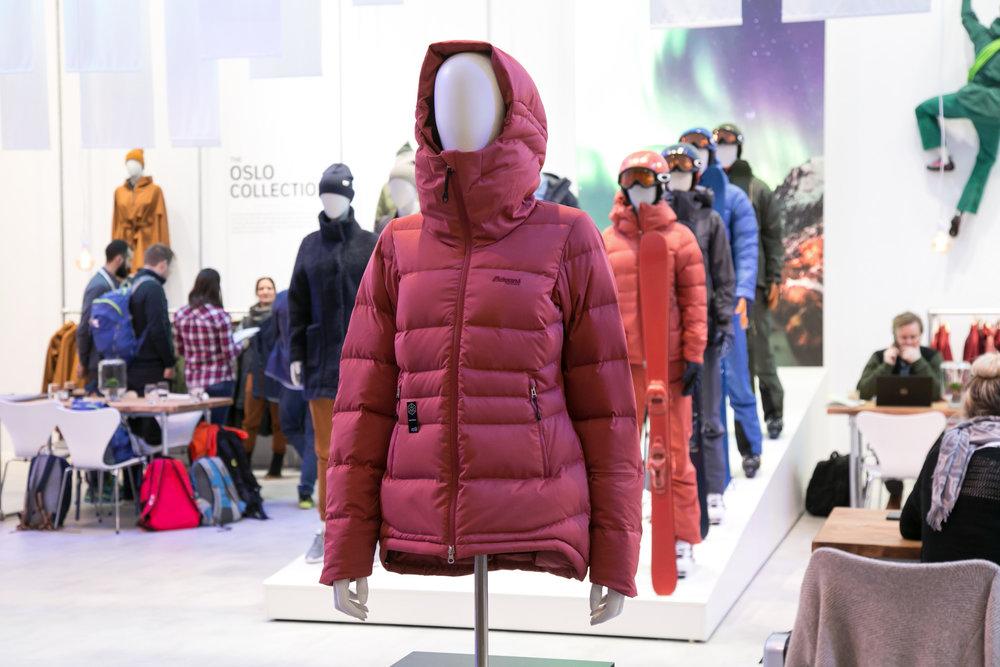 Die Stranda Down Hybrid Jacket von Bergans erhielt einen ISPO Gold Award - © Skiinof | Sebastian Lindemeyer