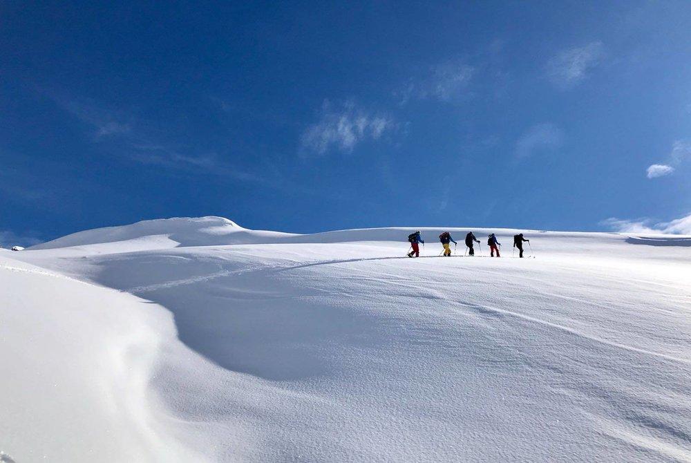 In Davos (SUI) freuen sich Skitourengeher aktuell über Top-Bedingungen