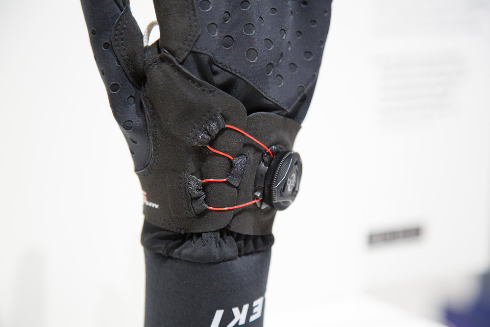LEKI stattet einen Handschuh mit einem BOA-Drehverschluss aus - © Skiinfo | Sebastian Lindemeyer