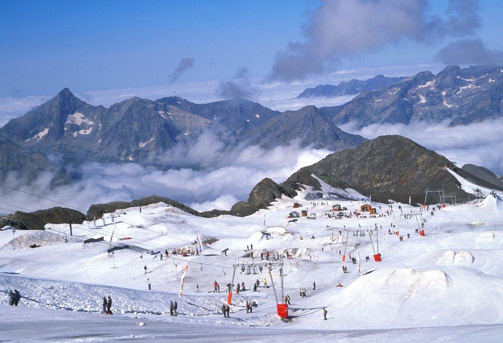 Het funpark op de Dôme de laLLauze-gletsjer in gletsjerskigebied Les 2 Alpes. - ©Kathy Ribier