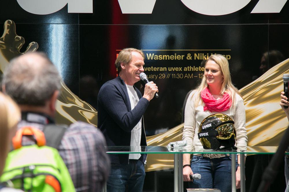 Markus Wasmeier und Niki Hosp am Stand von UVEX auf der ISPO 2018 - © Skiinfo | Sebastian Lindemeyer