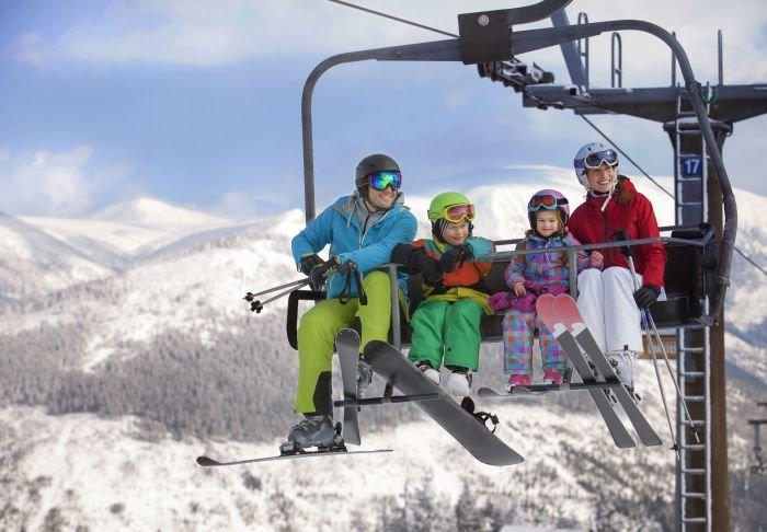 Zimné či jarné prázdniny sú ideálnou príležitosťou na rodinnú lyžiarsku dovolenku - © Skiareál Špindlerův Mlýn