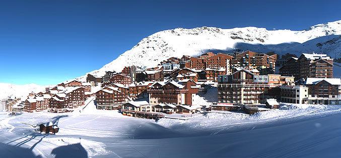 Val Thorens. Dit skigebied beschikt over meerdere gletsjers en is tot begin mei toegankelijk