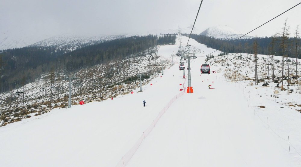Tatranská Lomnica - aj 27. 3. 2018 sú na zjazdovkách veľmi dobré snehové podmienky - © www.vt.sk