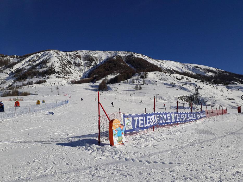 Le front de neige et l'espace débutant de Larche - © Office de tourisme de l'Ubaye