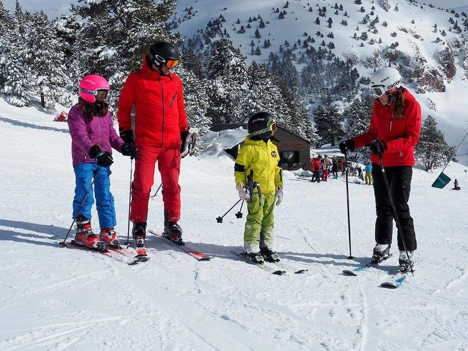 Ski en famille sur le domaine skiable de Masella - © Station de ski de Masella
